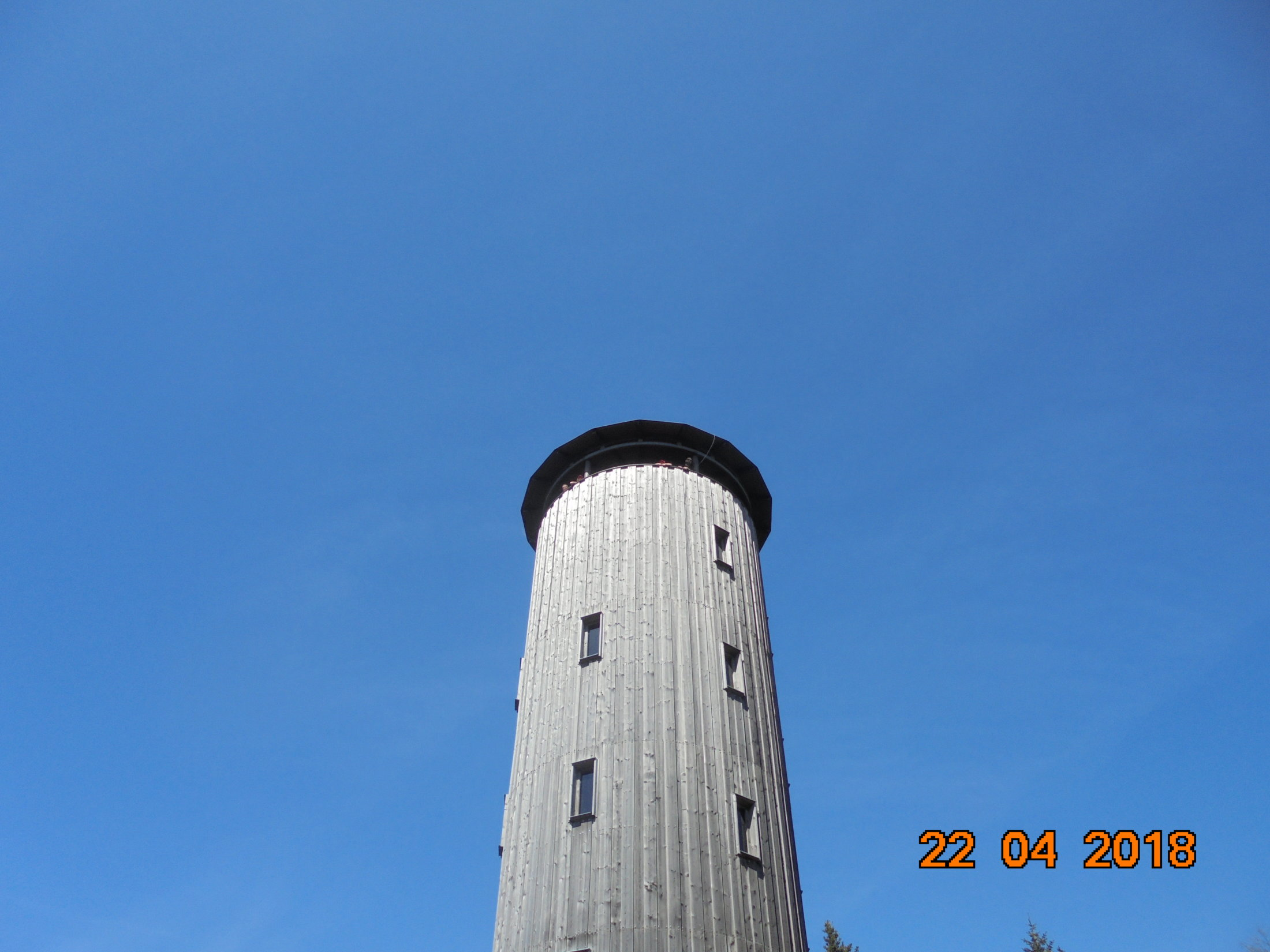 widok na wieżę na Borowkowej